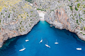 Фотографии Испания Мальорка Майорка Парусные Яхта Скалы Залив Сверху Cala Mesquida Природа
