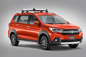 Фото Сузуки Красный Металлик Серый фон Suzuki Ertiga XL7, MX-spec, 2020 Автомобили