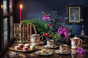 Фото Чай Свечи Печенье Букет Натюрморт Стола Чашке Книга Макарон Еда