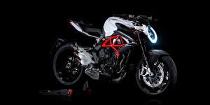 Фотографии Черный фон Сбоку 2012-20 MV Agusta Brutale 800 Мотоциклы