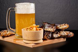 Картинка Пиво Рыба Кружке Пена Продукты питания