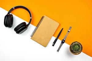 Фото Часы Кактусы Наушники Блокнот Шариковая ручка