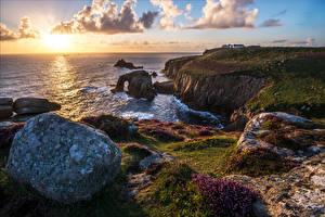Картинки Англия Берег Камень Пейзаж Море Облака Cornwall Природа