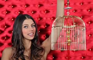 Фото FERGIE A Valentina Kolesnikova Шатенка Взгляд Улыбка Bird cage девушка