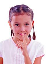 Обои Пальцы Жесты Белый фон Девочки Улыбается Смотрит ребёнок