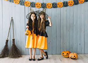 Картинки Хэллоуин Тыква Девочка Двое Шляпа ребёнок