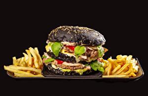 Обои для рабочего стола Гамбургер Картофель фри Котлеты Черный фон Черный Пища