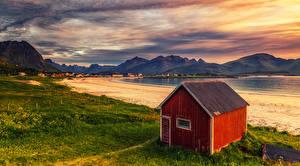 Фотографии Норвегия Лофотенские острова Берег Рассвет и закат Гора Дома Залив Природа