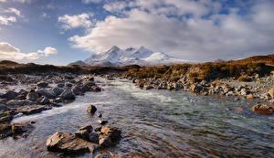 Обои для рабочего стола Шотландия Гора Речка Камни Облако Sligachan Природа
