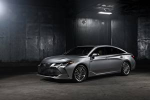 Картинки Toyota Серебристый 2018 Avalon Limited Hybrid машина