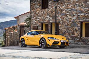 Картинка Тойота Желтые Металлик 2019-20 GR Supra Worldwide Автомобили