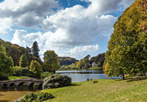 Картинка Великобритания Парк Пруд Мосты Дерева Кусты Stourhead Gardens, Stourton, Wiltshire Природа