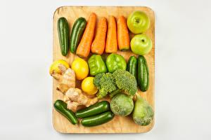 Обои Овощи Яблоки Лимоны Морковь Перец Кабачок Серый фон Разделочной доске Продукты питания