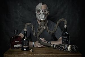 Картинка Алкогольные напитки Противогаз Бутылки