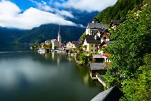 Обои для рабочего стола Австрия Халльштатт Горы Озеро Дома Альп Природа