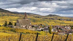 Картинка Осень Франция Дома Церковь Поля Hunawihr город Природа