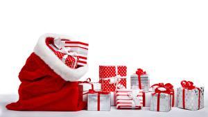 Картинка Рождество Коробки Подарок Лента Бантик Белый фон