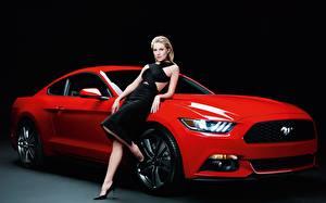 Фото Форд Красная Блондинки Позирует Платье Mustang, GT500, Sienna Miller девушка Автомобили