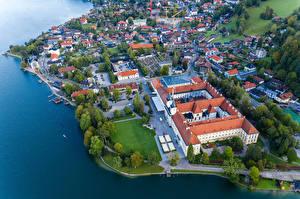 Обои Германия Здания Озеро Берег Бавария Сверху Berg город