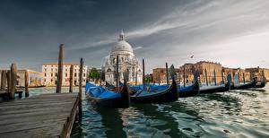 Фотография Италия Причалы Лодки Дома Собор Венеция St Maria of Salute Basilica Города