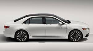 Картинки Lincoln Сером фоне Сбоку Белый Седан Continental, 2016 Автомобили