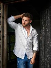 Картинки Мужчины Поза Рубашке Руки
