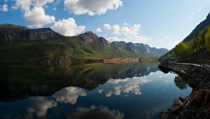 Обои Норвегия Горы Озеро Отражение Облака Forsand Природа картинки