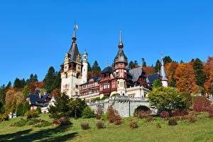 Обои для рабочего стола Румыния Замки Небо Башня Peles Castle, Transylvania Природа картинки