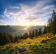 Картинка Швейцария Горы Пейзаж Небо Деревья Облака Альпы Солнце Grosser Mythen Природа