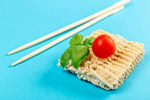 Фотография Томаты Цветной фон Палочки для еды Базилик душистый instant noodles