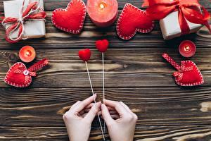Фото День всех влюблённых Свечи Сердца Руки Доски