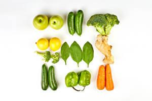 Обои Овощи Яблоки Лимоны Кабачки Морковка Перец овощной Белый фон Пища