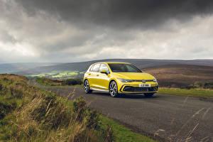 Картинки Volkswagen Дороги Желтых Металлик Golf eTSI R-Line, UK-spec, 2020 автомобиль