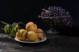 Картинки Абрикос Виноград Доски Тарелка Ветки Пища