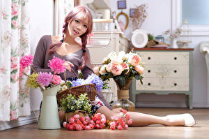 Фото Азиаты Букет Роза Ваза Сидит Косички Смотрят девушка Цветы