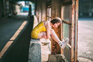 Обои Азиаты Сидящие Боке Ног Шапки молодые женщины