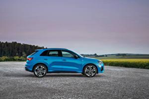 Фото Ауди CUV Голубой Металлик Сбоку Гибридный автомобиль Q3 45 TFSI e S line, 2020 машины
