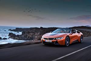 Обои для рабочего стола BMW Оранжевый Родстер Едет 2018 i8 машины