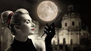 Обои Размытый фон Руки Перчатках Дым Сбоку Блондинка Луна Девушки