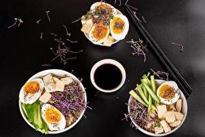 Фото Сыры Овощи Каша Серый фон Завтрак Трое 3 Яйца Соевый соус Еда