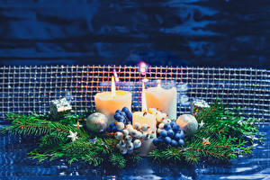 Фотографии Новый год Свечи Ягоды На ветке Шарики