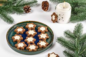 Фотография Рождество Свечи Печенье Белый фон Ветки Шишка Дизайн Еда