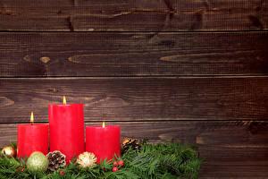 Фотография Рождество Свечи Доски Ветка Шишки Шар Шаблон поздравительной открытки