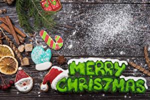 Фото Рождество Печенье Корица Сахарная пудра Доски Английская Слова Дизайна Перчатках Дед Мороз Шапка