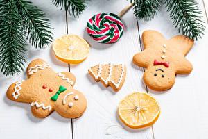 Картинка Новый год Печенье Лимоны Леденцы Доски Ветки Дизайн Новогодняя ёлка Еда