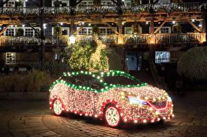 Обои Новый год Nissan Олени Гирлянда 2019 Leaf Tree машина