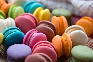 Картинки Крупным планом Печенье Макарон Разноцветные Еда