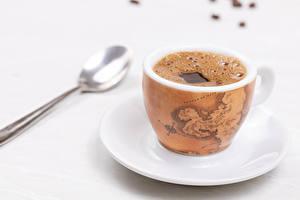 Обои Кофе Белом фоне Чашка Ложки Блюдца Пища