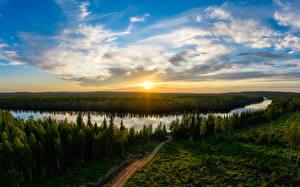 Обои Финляндия Лес Река Рассвет и закат Небо Облака Солнце Taivalkoski Природа