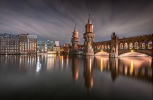 Картинки Германия Берлин Вечер Реки Здания Мосты Башни Oberbaum Bridge, River Spree город